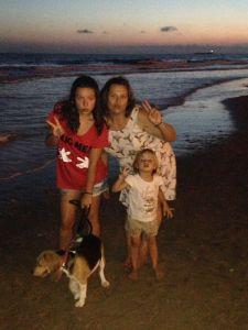 Mis niñas (cuatro patas incluída) y yo